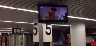 Sân bay Lisbon chiếu phim sex cho hành khách xem