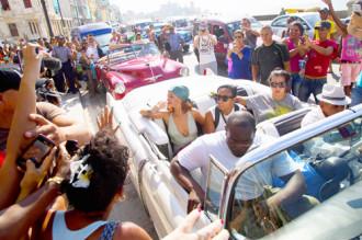 Sao và giới nhà giàu Mỹ đổ về Cuba