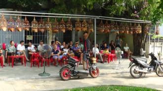 Thú uống cà phê ngắm vành khuyên bên hồ Thiền Quang