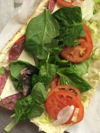Thực khách phát hiện chuột chết trong bánh mì sandwich