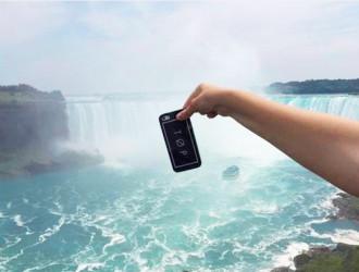 Trào lưu thả rơi iphone hút du khách tham gia