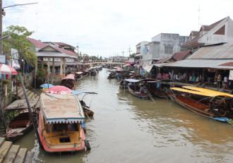 Vẻ yên bình ở chợ nổi Thái Lan
