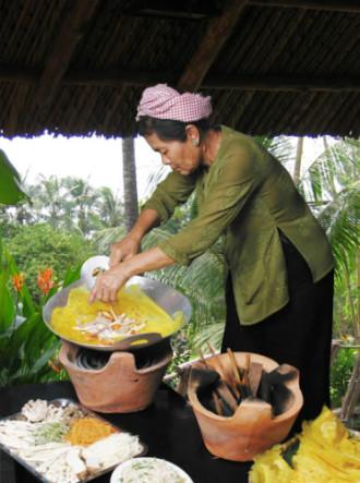 Bánh xèo bà Mười Xiềm xuất hiện ở Hà Nội