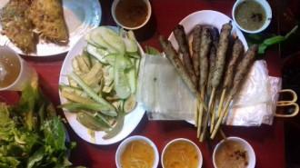 Bánh xèo nóng, răng mực xào bơ ở Hà Nội