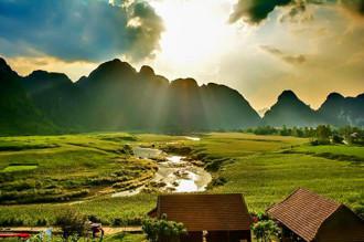 Đua thuyền, băng rừng mạo hiểm ở Phong Nha