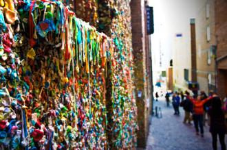 Mỹ làm sạch bức tường kẹo cao su ở Seattle