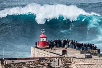 Sóng quái vật ở Bồ Đào Nha
