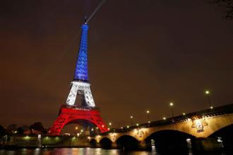 Tháp Eiffel mở cửa trở lại sau vụ khủng bố