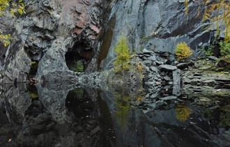 Vách đá kinh dị ở quận Hồ