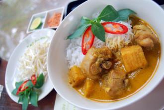 Hương vị cà ri trong bát bún cay nồng của người Nam Bộ