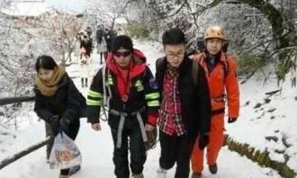Khách Trung Quốc tự tử sau khi nhờ chụp ảnh hộ