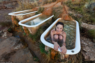 Tắm suối nước nóng trên sa mạc