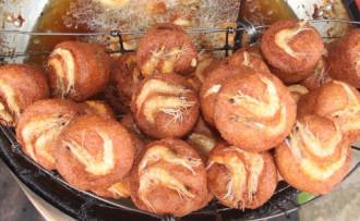 Ẩm thực Khmer qua bánh cống và bún nước lèo Sóc Trăng