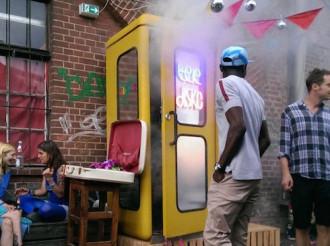 Hộp đêm có kích cỡ bằng bốt điện thoại ở Đức