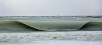 Ngọn sóng bị đóng băng qua ống kính nhiếp ảnh gia