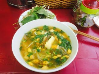 Quán bún cá Châu Đốc cực ngon ở vỉa hè Sài Gòn