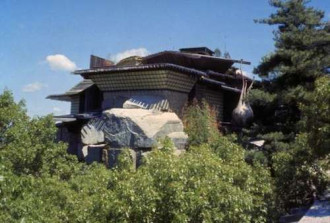 Bộ sưu tập rợn người ở 'ngôi nhà trên đá' tại Mỹ