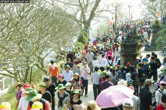 Khách chen chúc đến Yên Tử dù chưa khai hội