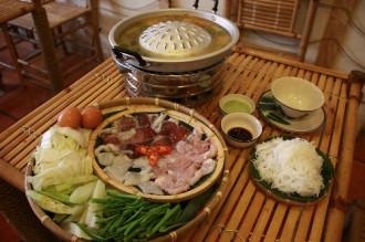 Món 'nướng trên, lẩu dưới' của người Lào ở Sài Gòn
