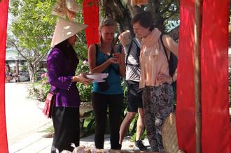 Tái hiện chợ quê Việt ở Phong Nha