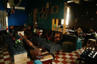 Ba quán cà phê trong ngôi nhà cũ ở Sài Gòn