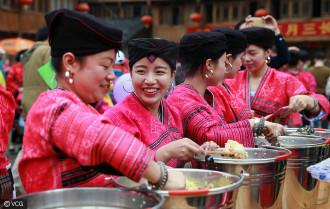 Ngôi làng phụ nữ chỉ cắt tóc một lần trong đời