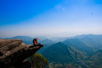 Chiêm ngưỡng vẻ đẹp hùng vĩ trên đỉnh Pha Luông huyền thoại