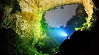 Choáng ngợp trước bức tường khổng lồ trong hang Sơn Đoòng