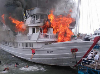 Chủ tàu sẽ bồi thường cho khách trong vụ cháy trên vịnh Hạ Long