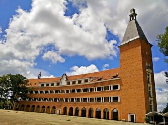 Đến với bốn ngôi trường hút du khách ở Đà Lạt