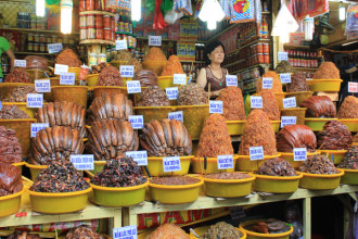 Đi dạo 'vương quốc mắm' ở chợ Châu Đốc