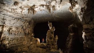 Hành trình khám phá hang Tú Làn