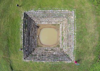 """""""Khai quật"""" di tích Giếng Vua 600 tuổi ở thành nhà Hồ"""