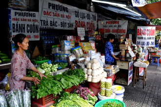 Không thiếu món gì ở chợ đặc sản miền Bắc giữa Sài Gòn
