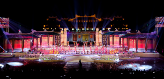 Sắc cam xuống phố mừng Festival Huế 2016
