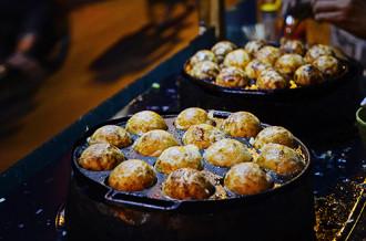 Bánh bạch tuộc 'làm mưa làm gió' ở đường phố Sài Gòn