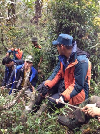 Hành trình đưa Aiden Webb rời núi Fansipan