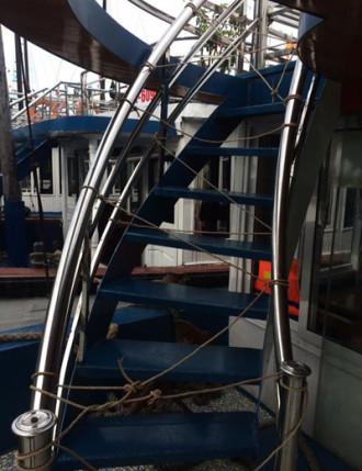 Không cấm khách lên boong tàu ở Hạ Long