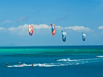 Mạo hiểm chơi lướt ván cảm nhận sự phấn khích