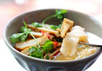 Thanh ngọt, thơm ngon bánh canh chả cá nhồng Nha Trang