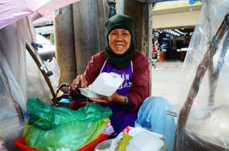 Gánh xôi bà Tư hơn 60 năm ở Đà Lạt