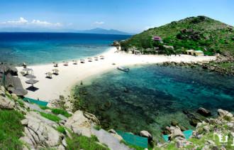 Một bờ cát, hai bãi tắm 'hiếm có khó tìm' ở Việt Nam
