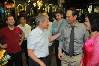 Thủ tướng Romania ấn tượng với xôi nếp Tú Lệ