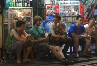Chủ bar Hà Nội: 'Chỉ cần cho phép mở đến 2h là đủ'