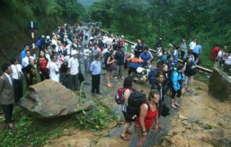 Nhiều du khách mắc kẹt trên đường lên Sa Pa
