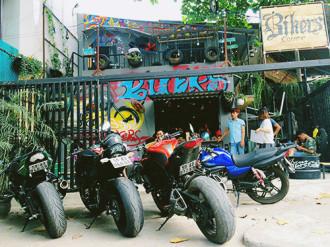 Quán cà phê dành cho người mê tốc độ ở Sài Gòn