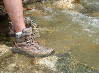 Lưu ý cách chọn giày cho người ưa 'xê dịch'