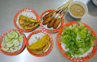 Quán bánh khoái 'không lời' 40 năm đắt khách xứ Huế