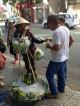 Khách Trung Quốc bắt nạt người bán chuối do 'bất đồng ngôn ngữ'